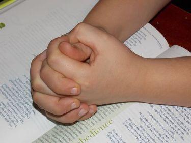 child-praying-hands-1510773__4801